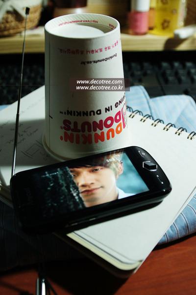 종이컵으로 만든 핸드폰 거치대에서 지상파 DMB 시청하기<재활용리폼>