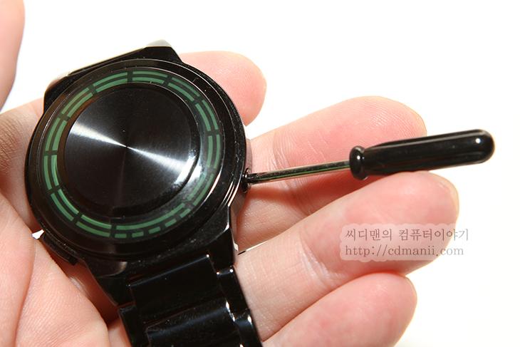 패션시계, Kisai RPM LED Watch, Tokyoflash Japan, 도쿄플래시 재팬, 일본, 시계, 와치, 특이한 시계, 독특한 시계, 박물관, IT, 눈금, 시침, 분침, 시계 보는 법, 시계 충전, JAPAN,패션시계를 찾으신다면 Kisai RPM LED Watch를 소개 합니다. 독특한 디자인에 독특한 시간을 읽는 법등 특이한것을 좋아하는 분들에게 괜찮은 시계인데요. Tokyoflash Japan에 가보니 이 외에도 참 많은 패션시계가 많이 있었습니다. 너무 많아서 고르는데 시간이 많이 걸렸을 정도였습니다. 처음 시계를 보고 이것은 어떤 식으로 읽는것일까 한참 고민해보게 되더군요. 그러던중에 그게 맞을 때면 기분도 좋더군요. 아래 설명에서 Kisai RPM LED Watch를 보는 방법 외에 충전하는 방법 사용후 느낀점을 적어보겠습니다. 그리고 도쿄플래시 재팬에 독특한 시계들도 설명드리겠습니다.