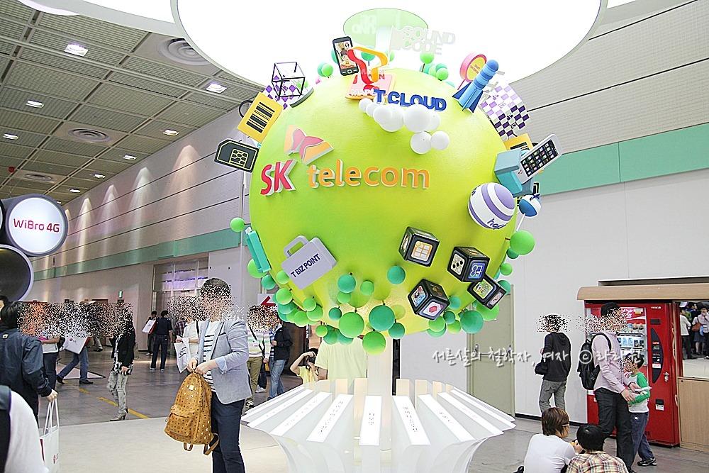 4G, LTE, skt, sk, kt, 올레, SK Telecom, SK 텔레콤, WIS, 2011 월드아이티쇼, 코엑스, 퀄컴, 윤형빈, 옵티머스 2x 화이트, 엑스페리아 아크, 윈폰, 조인성폰, 올레 이북, 올레 아이지킴이, 왕비호