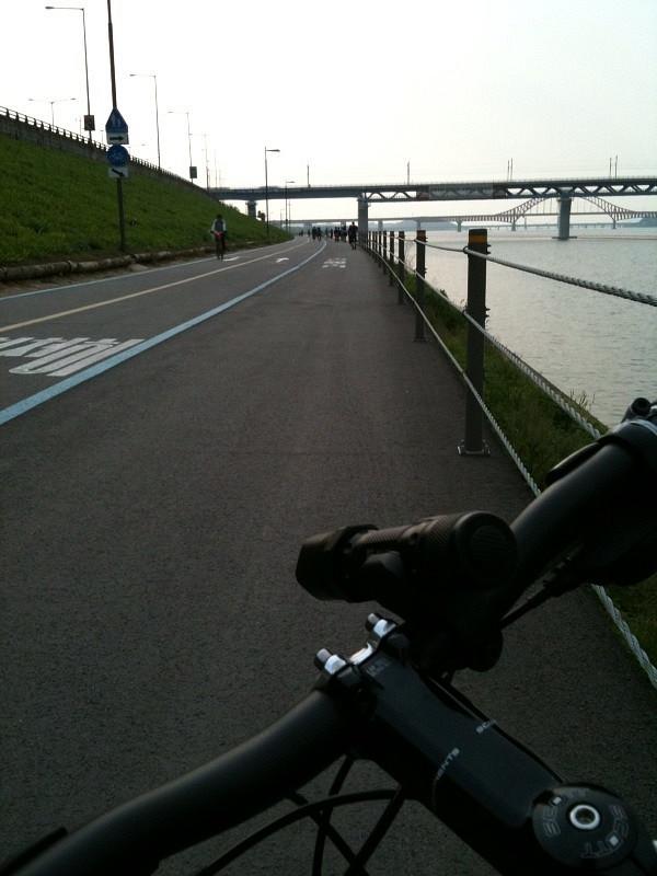 한강 자전거도로에서