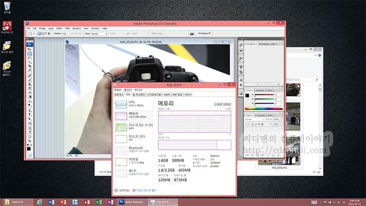 HP 엘리트패드 900 성능, 벤치마크, HP 엘리트패드, HP 엘리트패드 900, 엘리트패드900, 성능, 소음, 전력소모량, IT, 리뷰, 후기,HP 엘리트패드 900 성능 벤치마크를 해보려고 합니다. 그리고 데스크탑독을 이용해서 정말 데스크탑처럼 쓸 수 있는지 테스트해보려고 합니다. 저에게 노트북에 대해서 묻는 분들에게 저는 용도에 맞게 구매하라고 말하는데요. HP 엘리트패드 900 성능을 벤치마크를 통해서 확인해보면서 한가지 확신이 생겼습니다. 어느정도 작업은 아톰 프로세서가 사용된 태블릿PC로도 가능하다는 것입니다. 데스크탑처럼 사용할 수 도 있다는 것이죠. 그리고 필요할때는 본체부분만 들고다니면서 태블릿처럼 쉽고 가볍게 사용하면서 들고다닐 수 있을것입니다.  HP 엘리트패드 900은 이런분들에게 어울릴듯 합니다. 태블릿PC를 들고 다니면서 지하철이나 버스안에서 동영상 강의를 보거나 음악을 듣거나 웹서핑을 합니다. 그리고 집에 돌아와서는 데스크탑독에 연결해서 더 큰 모니터로 확장을 합니다. 키보드와 마우스를 무선으로 연결해서 데스크탑처럼 사용을 합니다. 1080p의 영상도 재생이 가능합니다. (물론 비트레이트가 아주 높은 일부 1080p 영상 재생에서는 끊김이 있었지만)  유튜브로 음악이나 영상을 틀어놓고 감상을 하면서 웹서핑도 가능합니다. 워드나 파워포인트 엑셀 한글 작업을 합니다.  이런 용도로 사용하기에는 사실 큰 무리는 없었습니다.