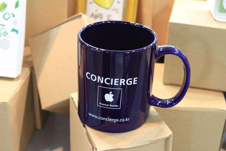 IT, 맥컨시어지, 압구정점, 노원, 건대점, 건대입구역, 맥컨시어지 데이, 맥 컨시어지 데이, MAC, OS X, OS X 라이온, OS X Lion, 맥북, 아이맥, 맥미니, 맥북프로, 맥북에어, macbook, concierge, ipad, ipad2, 아이패드, 아이패드2, 아이폰, 아이폰4, 아이폰3, 애플케어, 1:1, 무료,맥컨시어지 데이가 있어서 다녀왔습니다. 사실 아이패드2가 나왔을 때 구경하느라 자주 다녀서 많이 익숙한 곳인데요. 이번에는 맥컴퓨터의 우수성을 알리는 행사를 한다고 해서 저도 구경좀 해보고 왔습니다. 컨시어지 데이 동안에 맥컴퓨터에 대한 설명을 듣고 참여하면 선물도 준다고 하네요. 맥북과 맥북프로 그리고 미니맥과 아이맥등 맥 제품들이 뭐가 대단한지 그리고 뭐가 편하다는것인지 그냥 대충만 알고 계셨던 분들은 구경도 하시고 선물도 받아가면 좋을듯하네요. 저도 맥북에어와 맥북을 사용중이지만 다음에 곧 나오는 맥 라이온 (OS X Lion) 에 대해서 미리 보고 어떤점이 좋아지는지에 살펴볼 수 있게 되어서 좋았습니다. 이번에 다녀온곳은 맥컨시어지 건대점인데요. 건대입구역과 거의 붙어 있습니다. 2번출구로 나와서 몇발자국만 걸으니 바로 코앞에 와있더군요.