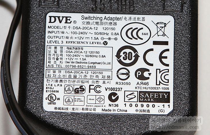 벨킨 파워팩 4000, 2000, 1000, mAh, 장점, 단점, Power Pack 4000, 보조배터리 추천, 보조배터리, 추천, IT, 제품, 사용기, 후기, 리뷰, review, 아이폰4S, 아이패드2, 갤럭시S2, 갤럭시S2 LTE, 갤럭시S2 HD, 갤럭시 노트,벨킨 파워팩 4000을 사용해 보니 장단점이 좀 있군요. 4000mAh라는 용량 때문에 스마트폰 2대를 완전 충전 시킬 수 있으며 USB 출력 단자가 2개이기 때문에 2개의 장비를 동시에 충전이 가능 합니다. 벨킨 파워팩 4000을 보조배터리 추천 제품으로 소개하는 이유는 크기가 적당하고 포트가 2개이기 때문입니다. Power Pack 4000의 크기는 넓지만 두께가 얇아 가방 등에 넣고다니기에 무리는 없습니다. 아이패드2 등을 충전이 가능한점도 장점이네요. 가끔 충전이 안되는것으로 표기 될 때도 있었는데 다시 뺏다가 꽂으니 충전이 되더군요.  물론 단점도 있었으니 충전을 하는 입력 부분이 우리가 알고 있는 USB 형태가 아니기 때문에 벨킨 파워팩을 충전 하기 위해서는 별도의 충전기가 반드시 필요합니다. 공용으로 사용할 수 없다는 점이 아쉽긴 하지만, 충전기의 전압이 높기 때문에 좀 더 빠르게 충전이 가능 합니다. 이부분도 장점이라면 장점이 될 수 있는 부분이네요.