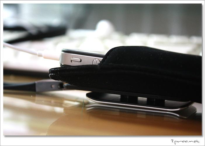 Evouni MicroFiber Pouch, Evouni Stylish Lanyard, Evouni, 에보니, 아이폰, 아이폰4, 아이폰3GS, 아이팟터치, 아이팟, 아이폰 악세사리, 아이폰4 악세사리, 아이폰3GS 악세사리, 아이팟터치 악세사리, 아이폰4 파우치, 아이폰4 케이스, 무아스, mooas, IT, 리뷰, review, iPhone3GS, iphone4, iPhone pouch, 스마트폰, 스마트폰 악세사리, 고급 파우치, 스트랩,