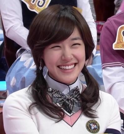 티파니 웃음 미소