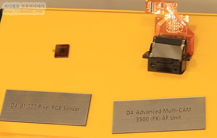 니콘 D4 사용기, 니콘, Nikon, D4, D4s, D4X, 캐논, 팬타프리즘, 센서, 스펙, 필름, 규격, FX, 동영상, 동적추적, 트래킹, 능력, AF, IT, 제품, CES, CES2012, CES 2012, 1DX, 1D X, 렌즈, 랜포트, 무선랜포트, XQD, 사진,니콘 D4 이번 사용기에서는 CES2012에 갔을 때 봤던 Nikon 부스의 모습과 그때의 분위기 그리고 신제품을 써보고 느낀 점 등을 적어보겠습니다. 이건 꼭 봐야겠다고 생각했던게 니콘 D4 이긴 한데요. 직접 부스에 가서 사용해보니 제품은 만져볼 수 있는것은 딱 4-5개 뿐이었지만 설명도 잘해주고 부스도 넓어서 편하게 찍으면서 볼 수 있었습니다. 다만 저만 계속 만질 수 는 없었기에 몇분간 만져보고 다시 다른분께 넘겼다가 다시 또 줄이 줄어들면 만져보고 했네요. 길게 여러가지 만져보고 싶었지만, 시간이 충분하질 못했습니다. 이게 너무 아쉽더군요. 제품은 2월 중순에 나올텐데 가격도 벌써 정보가 떳군요. 물론 몇몇곳은 허위정보도 있었지만요.  연사하면 니콘이 먼저 떠 오를겁니다. 그리고 그동안 유저들에게 다른건 모르겠지만 정확한 칼핀으로 사랑을 받았었는데요. D3 가 나오면서 프레스 시장을 많이 가져갔는데요. 이번에 먼저 D4가 경쟁제품보다 나오는 만큼 기대를 많이 하고 있습니다. 경쟁 업체가 엄청난 업그레이드로 다시 왕좌를 뺏기 위해서 추적중인데 다시 왕좌의 자리를 지킬 것인지 기대가 되네요.