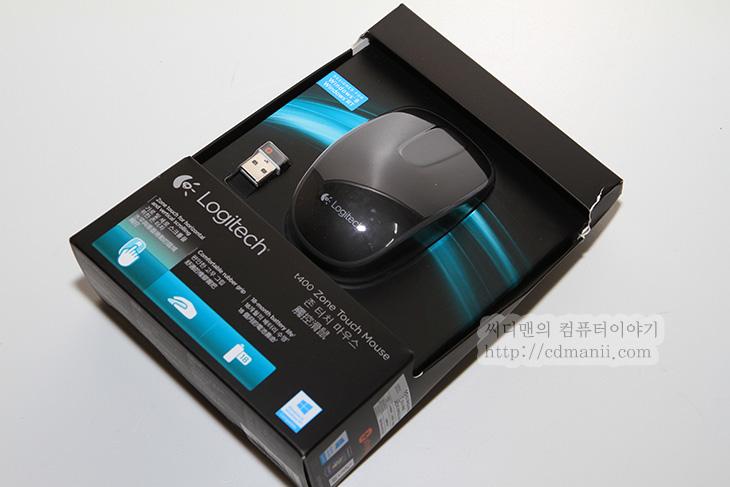 로지텍 T400, Logitech, T400, 마우스, 윈도우8, 윈도우8 마우스, 터치패드, 터치, 고무그립, 유니파잉, IT, 무게, Zone Touch Mouse T400, 배터리,로지텍 T400 존 터치 마우스는 윈도우8에 맞춰진 마우스 입니다. 터치가 되는 마우스는 기존에도 나와있었는데요. 윈도우8의 경우 터치의 비중이 높아졌기 때문에 로지텍에서는 존 터치 마우스 T400과 같은 터치마우스와 터치패드 등을 새롭게 출시했습니다. 이 마우스는 풀터치로 동작하는 형태는 아니고 휠부분만 터치로 동작을 합니다. 이 부분을 통해서 스크롤은 물론 앞뒤로 버튼등으로도 활용할 수 있습니다. 그리고 윈도우8의 시작화면으로 넘어가는 부분도 이부분을 통해서 해결 할 수 있습니다. 시작화면으로 넘어갈때 윈도우키를 누르거나 또는 왼쪽 하단 부분으로 커서를 가져가서 클릭을 해야하는데 이것을 마우스버튼으로 해결해서 좀 더 빠르게 다른 프로그램을 실행할 수 있게 해주는것이죠.  그럼 지금부터 로지텍 T400에 대해서 자세히 살펴봅시다.