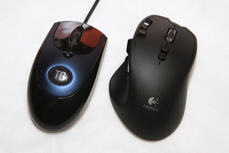 폴링 레이트, 폴링레이트, 마우스 벤치, 마우스 벤치 프로그램, Strider's DirectInput Mouse HZ, DirectInput Mouse HZ, 1000Hz, 500Hz, G700, G1, 로지텍, logitech, IT, 제품, 리뷰, 마우스,폴링 레이트를 확인하여 마우스 벤치 프로그램으로 쓰이는 Strider's DirectInput Mouse HZ에 대해서 알아보려고 합니다. 마우스 벤치를 하는 프로그램은 여러가지가 있고 정확히 마우스 벤치를 하려면 마우스를 일정하게 움직여 줄 수 있는 로봇팔도 있어야하고 좋은 컴퓨터도 필요합니다. 마우스 포인터가 정확하게 움직여야 하는 경우 라면 작업을 좀 더 정확하게 하고 싶을 때, 그리고 정확한 조준이 필요한 게임등을 할 때, 마우스 사용이 상당히 많을 때 필요할 텐데요. 폴링 레이트라는 부분이 있습니다. 마우스와 컴퓨터가 서로 주고 받는 신호의 횟수 이죠. 다른 말로 돌려보면 신호율이 될 수 있을텐데요. 지금 좋은 마우스 경우에는 마우스와 컴퓨터가 1000Hz (1초에 1000번 신호를 주고 받음) 까지도 가능한게 있습니다. 폴링 레이트는 높게 설정하면 보다 정교하게 마우스 커서를 조작할 수 있죠. 1초에 1센치를 이동할 때 그 사이에 점을 찍을 수 있는 좌표가 그만큼 많아지기 때문에 정확한 포인팅이 가능하다는 뜻 입니다.  물론 폴링 레이트가 무조건 높다고 좋은것은 아닐 수 있습니다. 이 부분은 실제 유저들에게서 나오는 이야기지만, 너무 높은 폴링 레이트는 컴퓨터 CPU에 부담을 주어서 오히려 마우스가 튀는(스킵 현상)이 일어나기도 합니다. 그 때문에 500 Hz 로 낮춰서 쓰는 분들도 있죠. 개인적으로는 CPU 파워가 부족하지 않다면 1000 Hz 사용이 좋다고 봅니다.