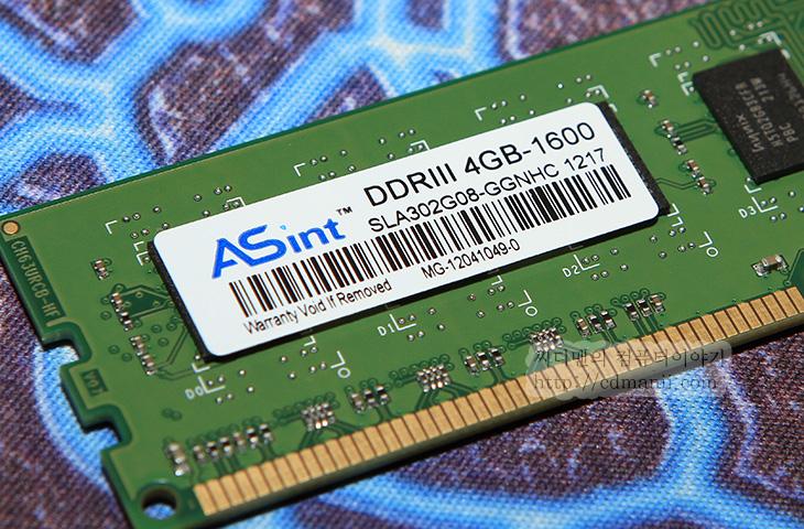 8580, asus, CG8580, GTX680, GX900, i7-3770K, ROG, 게이밍 PC, 게이밍PC, 기계식 키보드, 마우스, 벤치마킹, 아수스, 아수스 ROG CG8580, 아수스 ROG CG8580 벤치마크, 아수스 ROG CG8580 성능, 아수스 게이밍 PC, 아수스 게이밍 피씨, 조립컴퓨터, 타이탄,아수스 ROG CG8580 사용을 해보고 벤치마크를 해보니 성능은 괜찮더군요. 실제로 i7-3770K 프로세서에 16GB의 DDR3램 그리고 ASUS GTX680을 탑제했으니 사양은 당연 좋아야겠죠. ASUS 타이탄이라는 이름도 가지고 있는 아수스 ROG CG8580은 사용자 측면에서 조금 특별한 디자인을 가지고 있습니다. 실제로 이런 부분에서 완제품의 묘미가 있는것이긴 하죠. 버튼 한번으로 오버클러킹을 간단히 할 수 있도록 되어있고 클럭이 상승되면 전면에 푸른등에서 붉은색 등으로 변경이되고 화려하게 변하는게 특징입니다. 사용자 입장에서 게이밍 데스크탑을 고르는 이유라면 이런 재미때문이지 않을까 합니다. 그리고 사양이 좋은 데스크탑 PC를 어렵지 않게 바로 쓴다는 그런 부분에서 장점이 있겠죠.  이번편에서는 아수스 ROG CG8580을 디자인을 먼저살펴보고 뜯어볼것입니다. 직접 뜯고나면 어느정도의 성능을 가지고 있고 어떤 PC인지 알게될테니까요. 그리고 실제로 벤치마킹을 해보고 실제로 게임도 해볼것입니다. 참고로 제가 쓰던 데스크탑 PC의 경우에도 아수스 ROG CG8580 정도의 스펙은 됩니다. 이런 이유로 간략하게 서로 느낌을 비교할 수 도 있을듯 하네요.