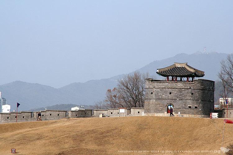 수원화성 동북공심돈 더공
