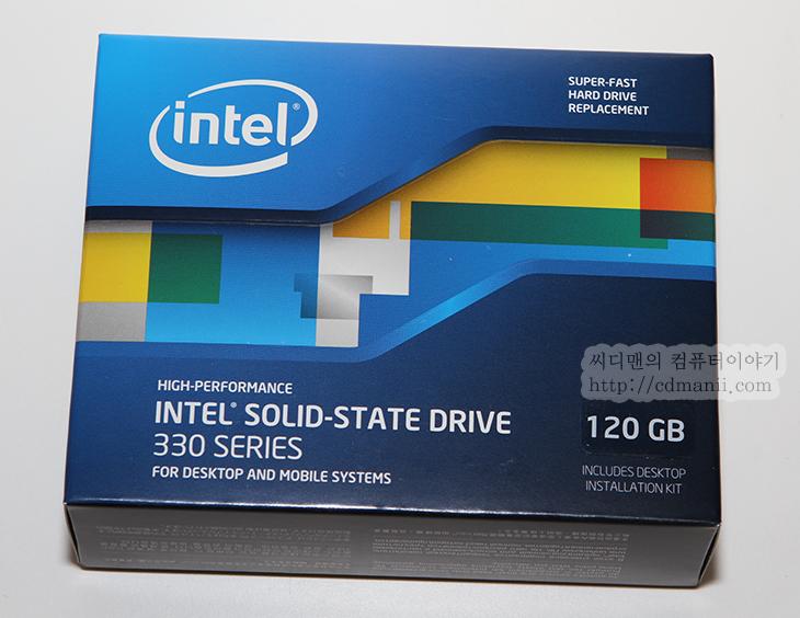 인텔, i5-3550, SSD, Intel SSD 330 Series, 성능, 온라인 게임, 로딩 속도, 로딩, loading, 벤치마크, IT,인텔 i5-3550 인텔 SSD 330 Series 성능 알아보기  인텔 체험단으로서 이번에 테스트를 해 볼것은 i5-750 시스템과 최근에 사용자들이 조립시 주목을 하고 있는 아이비브릿지 시스템인 i5-3550 , Asrock Z77 Extreme4  , Intel SSD 330 Series 120GB로 구성된 컴퓨터 입니다. 린필드 시스템의 구시스템과 신시스템을 비교해보려고 합니다. 당연하겠지만 최근 시스템이 속도가 더 빠릅니다. 전력적인 부분에서도 이득이 있습니다.  컴퓨터에서 전력을 많이 쓰는 부품들은 프로세스, 그래픽카드가 있습니다. 옛날 컴퓨터는 전기를 적게 먹는다는 말이 요즘은 꼭 맞지는 않습니다. 정말 옛날 시스템은 지금은 너무 구형이 되어서 동작하지 않는경우가 많고 듀얼코어로 막 들어섰을 때 시스템을 지금 쓰고 있다면 업그레이드를 너무 미루지 않는게 좋습니다. 전력사용량에서 이득이 없기 때문이죠. 좀 줄여말하면 요즘 컴퓨터는 전력을 적게 사용하고 하는일은 더 많아졌습니다. 돌려서 말하면 옛날 컴퓨터는 전기는 많이 먹는데 일은 적게 합니다. 실제 예로 구시스템의 대기시 전력측정량은 100W 근처가 되지만 최근의 시스템은 더 사양이 좋지만 대기시 전력사용량이 45W 정도 됩니다.  최근 컴퓨터의 전력 사용량을 줄이기 위한 기술들이 더욱 섬세해지고 세밀해진점도 이런 부분을 뒷받침해줍니다. 그래서 대기시에는 전력을 정말 거의 쓰지 않고 일을 할때도 적은 전력량으로 상당히 많은 일을 하게 됩니다.  린필드에서 사용된 터보부스터가 어떻게 보면 일반 사용자들은 접근하기 어려운 오버클러킹이라는 부분을 자동으로 해결해주게 되었습니다. 유휴시에는 전력소모량을 크게 줄이고 일을 할 때에는 클럭을 더 올려서 일을 더 하는것이죠. 최근 인텔 프로세스는 이런 기능이 아주 기본적으로 들어가고 터보부스터시 클럭도 그리고 기본클럭도 크게 올라갔습니다. 예전에는 2Ghz 대가 보통이었다면 지금은 3Ghz 대의 클럭이 보편화 되었죠. 물론 터보부스터가 동작하면 4Ghz대까지 근접한 클럭을 보여줍니다.  그럼 지금부터 구시스템과 새시스템에 쓰일 부품들을 살펴보고 온라인 게임 로딩시의 속도 등을 살펴보도록 하겠습니다. 후속편에서는 아이비브릿지 시스템의 새로 추가된 PCI-E 3.0과 USB 3.0 그리고 S-ATA3의 성능과 온라인게임등의 속도등도 살펴보도록 하겠습니다.