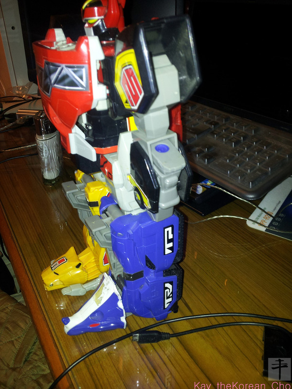 Mighty Morphin Power Ranger - DX Megazord-side