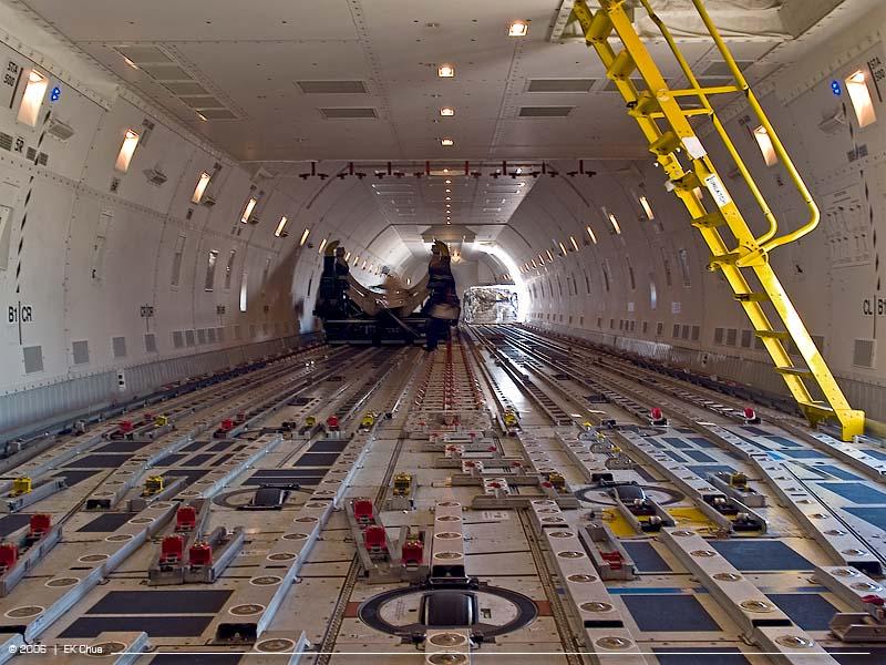 비행기 화물칸 (B747-400 기종)