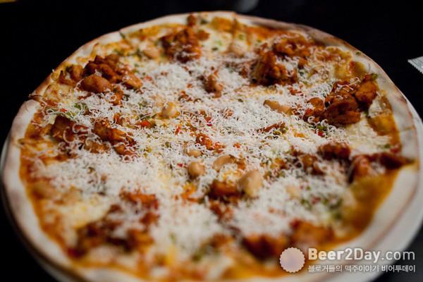 마늘이 가득 든 피자
