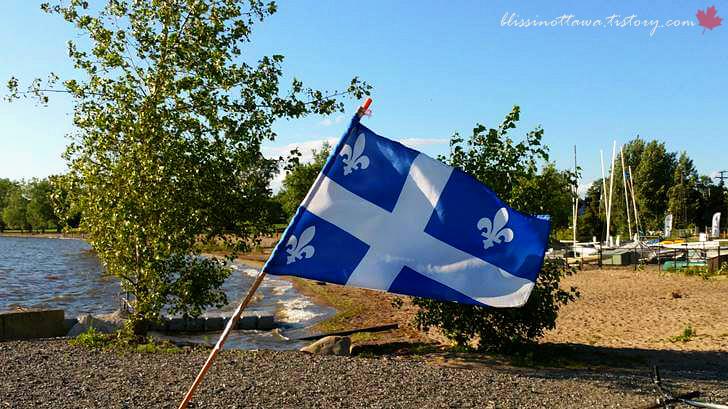 퀘벡 주 깃발입니다