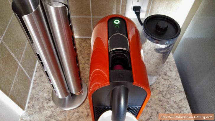 캐나다 네스프레소 Nespresso 커피 머신
