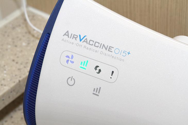 미니 공기청정기 ,세균 죽이는, 에어백신015+ 후기,IT,IT 제품리뷰,인테리어,공기,OH Radical,자연살균,살균,공기살균,새집증후군,미세먼지와 세균 걱정이신가요. 노약자와 아이가 있다면 더 걱정해야하는것이 공기 청결도 일텐데요. 미니 공기청정기 세균 죽이는 에어백신015+ 후기를 통해서 OH Radical 을 통해서 공기 자체를 살균을 하는 기술에 대해서 살펴보겠습니다. 이 기술은 2015창조혁신대상 개인부분 종합대상을 받은 제품이기도 합니다. 그 엄청난 기술들 사이에서 상을 받을 정도였으니 정말 대단한 제품 인데요. 미니 공기청정기로 크기는 작아서 아무곳에나 설치가 가능 합니다. 이 제품은 영국 국방성 기술력으로 개발된 제품으로 바이러스 세균 곰팡이를 제거해버리고 아토피 비염 호흡기 질환의 원인균 자체를 제거합니다. 새집증후군 1급 발암물질 VOCs도 제거합니다. 물론 초미세먼지도 함께 제거 합니다.