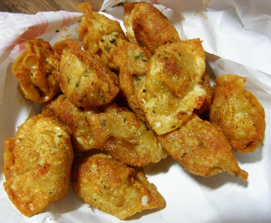 맘스터치 팝콘만두, 케이준강정(닭강정) : 맛있다