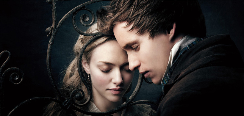 사진: 아름답게 꾸며진 영화 레미제라블의 사랑 장면 모습. 왼쪽의 코제트, 오른쪽이 마리우스다. [레미제라블 뜻과 영화 줄거리 감상 포인트]