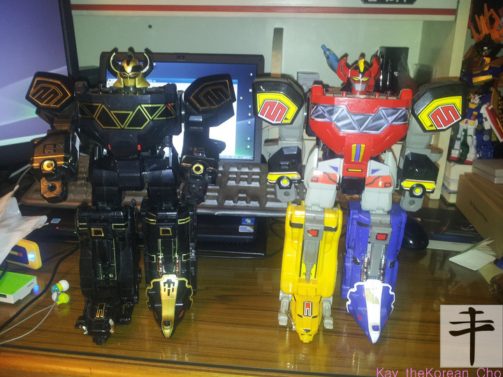 MMPR original megazord- Original v black edition