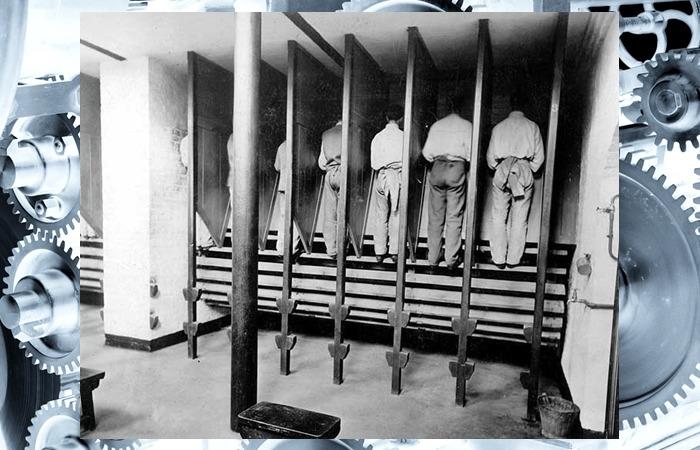 사진: 1850년의 소규모 트레드밀의 사진. 칸막이 사이에 죄수들이 올라가서 계단을 밟으면 원통이 돌아가며 곡식을 빻게 설계되었다. [러닝머신이 고문기구가 된 유래]