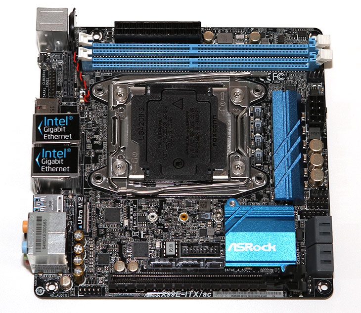 Asrock, X99E-ITX/ac, 작지만, 고성능 ,메인보드,IT,IT 제품리뷰,ITX 메인보드는 좀 작은 시스템을 만들려고 사용하는데요. 그런데 지금 소개할 것은 고성능 메인보드 입니다. Asrock X99E-ITX/ac는 작지만 고성능 메인보드로 상당히 많은 기능들을 가지고 있습니다. X99 메인보드 중에서 가장 작은 폼펙터를 가지고 있는 제품 중 하나 입니다. 하지만 작다고 성능도 낮진 않습니다. 상당히 많은 기능들을 포함하고 있는데요. 18코어 프로세서까지 지원을 합니다. Asrock X99E-ITX/ac를 얼핏보면 근데 정말 작긴 합니다.