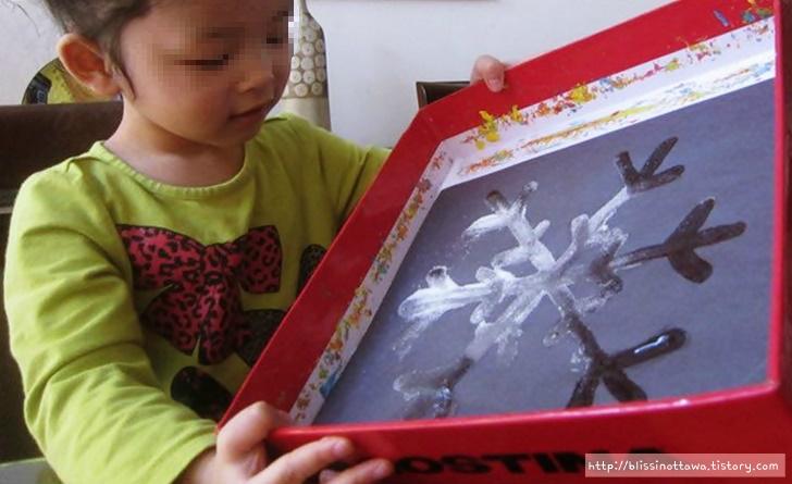 엄마표 유아미술놀이 겨울 미술활동 설탕 눈꽃 그림