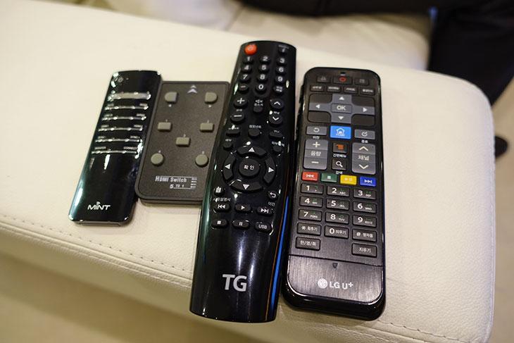 TG UHD65인치, TV 발대식, B65UA ,먼저 만나보기,후기,사용기,리뷰,제품,IT,UHD,4K,업스케일,TG UHD65인치 TV 발대식에 다녀왔습니다. B65UA 먼저 만나보기를 할건데요. 뭐 한달 전의 글이긴 합니다. 지금은 제품이 출시간 이뤄졌고 판매도 되고 있는 상태 입니다. B65UA로 검색하면 판매되고 있는데요. 스마트TV 스마트한 TV 등 여러가지있지만 TG UHD65인치 B65UA는 UHD해상도에 65인치의 큰 화면 그리고 필요한 기능만 넣어서 가격을 획기적으로 줄인 제품 입니다. 대기업 제품의 65인치 UHD 해상도를 구매하려고 하면 가격이 만만치가 않습니다. 필요치 않은 기능은 가능하면 줄이고 디스플레이만 저렴하게 구매하고 싶은 분들이 있을텐데요. 그런 분들에게 괜찮은 제품 입니다. 저 역시 한달 넘게 계속 이 제품을 사용해봤었는데요. 자세한 벤치마크 결과는 곧 올리도록 하겠습니다.