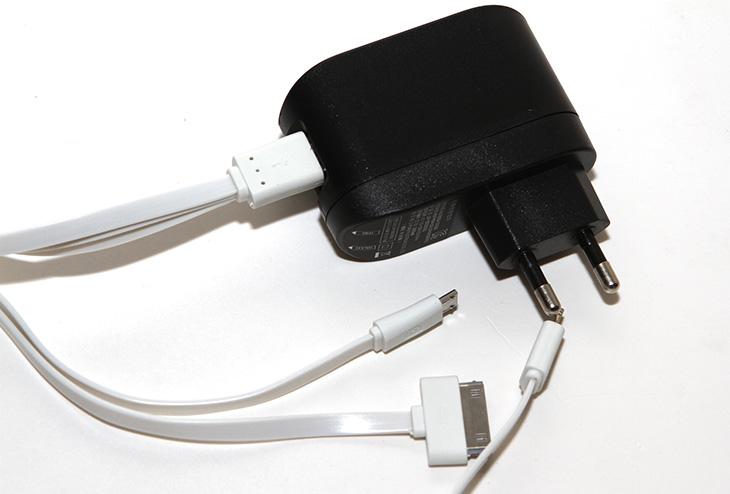 멀티충전기, 3개 동시 충전, 아이폰 ,아이폰6 ,안드로이드,갤럭시S5,아이패드미니,아이폰4S, IT, 멀티충전기 케이블, 2A 충전기,멀티충전기 3개 동시 충전하는 방법을 소개 합니다. 아이폰 아이폰6 안드로이드 계열을 동시에 다 충전하거나 또는 안드로이드 폰 3개를 모두 다 충전하거나 할 수 있는데요. USB 단자 1개만으로 이것을 할 수 있습니다. 최근에 이런 제품들이 꽤 많이 나와있는데요. 멀티충전기 3개 동시 충전을 실제로 할 수 있는지 저는 기기를 모두 다 장착하고 동시에 충전을 해 봤습니다. 그리고 어느정도 효율로 충전이 되는지 그리고 실용성은 있는지 살펴 볼 것입니다. 엔트워에서는 여러가지 타입의 멀티충전기를 내어놓았습니다. 타입별로 여러가지가 있는데요. 멀티충전기 3개 동시 충전을 하는 제품으로 안드로이드 스마트폰만 3대 또는 안드로이드 외 아이폰 아이패드 계열도 충전하는 제품도 있고 몇 종류가 있습니다.