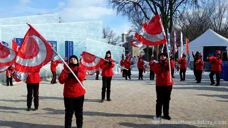 캐나다 퀘벡 겨울 축제 퍼포먼스 입니다