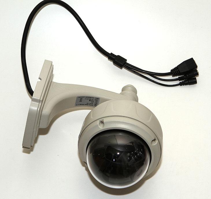 브이스타캠, 브이스타캠 실외용 CCTV, VSTARCAM-100H 후기, IT, 감시, NAS, 시놀로지 NAS, DS1513+,브이스타캠 실외용 CCTV VSTARCAM-100H 후기를 올려봅니다. 가정용 제품은 사용해본적이 있는데 이 제품의 경우에는 실외에 설치할 수 있도록 제작된 타입 으로 눈이오고 비가 오더라도 사용이 가능합니다. 실외용 CCTV 브이스타캠 VSTARCAM-100H 후기를 통해서 제가 최초 설치시 주의해야할 점 그리고 처음 설치하는 방법. 그리고 활용하는 방법에 대해서 소개를 할 것입니다. 주의해야할 점이 있더군요. 처음 설치시 제 경우에는 메뉴얼만 참고하고 설치CD를 이용해서 설치를 진행했는데요. 이렇게 하면 문제가 있었습니다. 최신 프로그램이 들어있지 않아서 재대로 동작하지 않는 기능이 발생했다는 것이죠. 최신 프로그램 설치 및 연결을 하면 쉽게 사용은 가능했습니다. 지금부터는 제가 동영상 설명도 함께 할 것이니 참고해서 봐주세요.