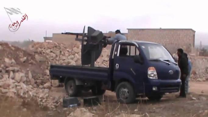 중동의 전장을 휘젓고 다니는 국산 1톤트럭의 위용12