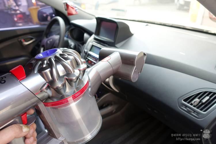 다이슨 V8 플러피의 다양한 툴로 함께한 자동차 실내세차