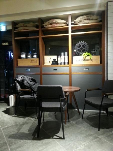 엔제리너스 커피 종로점 2층