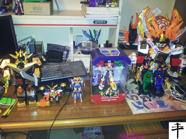 Mattel Voltron-SDCC Edition-Size Comparison.jpg