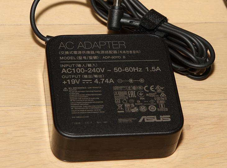ASUS, VM65N G079Z ,미니피씨, 벤치마크, 소음, 전력소모량,IT,IT 제품리뷰,작은 미니PC를 저는 좋아 하는데요. 작아도 성능은 좋아야죠. ASUS VM65N G079Z 미니피씨 벤치마크 소음 전력소모량 측정을 해 봤습니다. 직접 사용해보니 괜찮은 점도 있고 아쉬운 점도 있었는데요. ASUS VM65N는 기존에 이미 나온 6세대 제품과 외형상으로는 크게 달라지진 않았습니다. 대신 프로세서가 7세대 제품이 들어갔고 DDR4가 이제는 완전하게 들어갔는데요. 디자인 자체는 이미 나온 제품중에서는 제일 깔끔하긴 합니다.