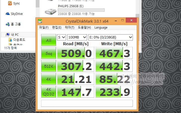 필립스 SSD 벤치마크, PHILIPS SSD 128GB, PHILIPS SSD 256GB, PHILIPS SSD 512GB, IT, SSD, 벤치마크, 필립스, PHILIPS, PHILPS SSD, 성능, 운영체제,필립스 SSD 벤치마크 결과를 올려봅니다. PHILIPS SSD 128GB 256GB 512GB 이렇게 3가지 용량으로 출시가 되었는데요. 가격과 성능적인 부분에서 가장 좋은 것은 256GB 입니다. 예전에는 128GB가 많이 사용되었지만 요즘은 256GB가 많이 선택하는 추세. 필립스 SSD 벤치마크를 해봤을 때에도 256GB 용량이 가격대비 성능이 가장 좋았습니다. 스펙대로 성능은 거의 나와주더군요. 읽기 500MB/sec 쓰기 400MB/sec 의 스펙을 가지고 있습니다.  필립스 SSD 벤치마크 결과 상 순차읽기 쓰기는 모두 만족했습니다. 4K의 성능도 100MB/sec 이상이 나와서 실제 운영체제를 설치하기에는 적합습니다. 일반 하드디스크는 4K 성능이 높아야 4MB/sec 수준인것을 감안한다면 상당히 높은 성능이죠. 다만, 이미 나와있는 다른 잘 나가는 SSD에 비해서는 4K 성능이 약간은 아쉬웠습니다.  하지만 실제 운영체제를 설치하고 사용해본 느낌은 큰 차이를 느끼지 못했습니다. 펌웨어 안정성도 괜찮은 편이라 여러가지 과도한 테스트를 해보아도 안정적인 모습을 보여주었습니다. 가격적인 부분에서 장점이 생긴다면 괜찮은 SSD가 될 듯 합니다.