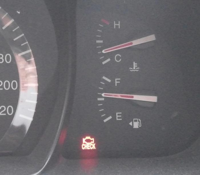 엔진 배출 경고등이 뜨면서 엔진출력이 떨어지고 차가 떨리는 증상
