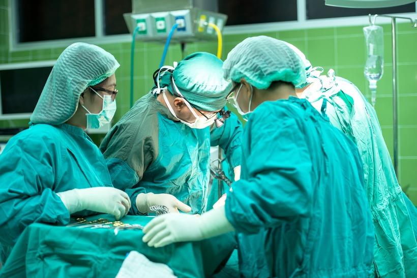 사진: 과거에 대체로 내과의사의 존칭은 닥터, 외과의사의 존칭은 미스터였다. 현대의 외과 닥터는 전공의가 부족한 상황이다. ['닥터'의 어원과 이발사, 외과의사 겸업 문제]
