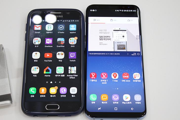 갤럭시S8, 플러스, 리뷰, 기어360 2017, 만져보기,IT,IT 제품리뷰,스마트폰,삼성,실제로 사용해보니 알게 되는게 많아지네요. 사용해보고 느낀점을 적어봅니다. 갤럭시S8 플러스 리뷰 에서는 좀 더 섬세하게 만져본 느낌과 내용들을 정리해서 사진과 글로 설명하고 기어360 2017 만져본 느낌까지 전해봅니다. 화면은 18.5 : 9 비율로 무척 시원해졌는데요. 갤럭시S8 리뷰에서는 그 화면에서의 느낌과 기대평 그리고 앞으로의 미래에 대해서도 이야기 해보려고 합니다. 실제로 써 봤을 때에는 디자인 자체는 이전 삼성의 느낌을 그대로 이어갔습니다. 그러면서 앞부분이 좀 더 미래지향적인 디자인이 되었습니다.