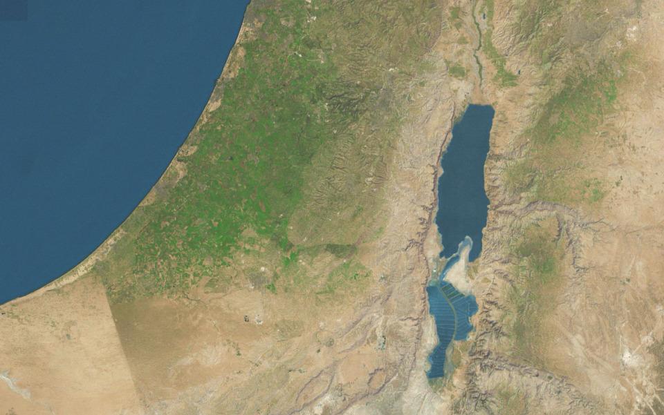 해수면 보다 낮은 이스라엘과 요르단 사이의 사해