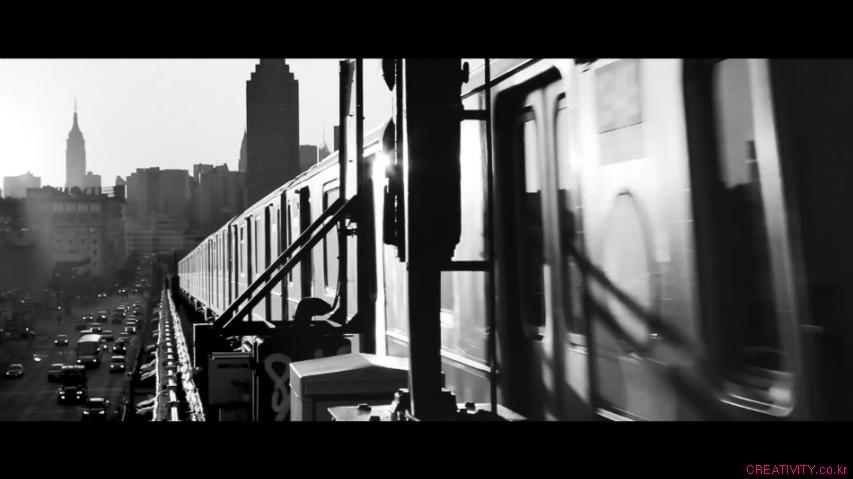 모든 것이 거대한 뉴욕에서 유일하게 작은 것 - 음식배달 서비스 심리스(Seamless)의 TV광고, '더 큰 영웅(Bigger Heroes)'편 [한글자막]
