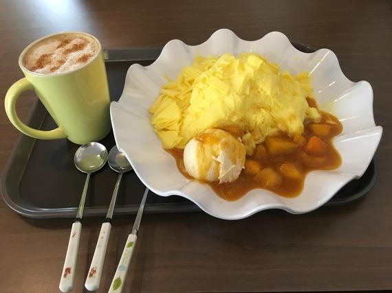 커피향기 카푸치노와 망고 대패 빙수