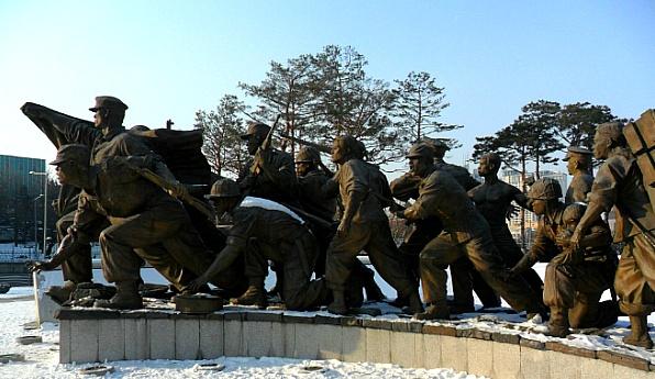 사진: 6.25전쟁의 원인은 내전이라기 보다는 대리전으로 보는 경향이 강하다. 그러나 내전의 성격이라고 보는 학자도 있다.
