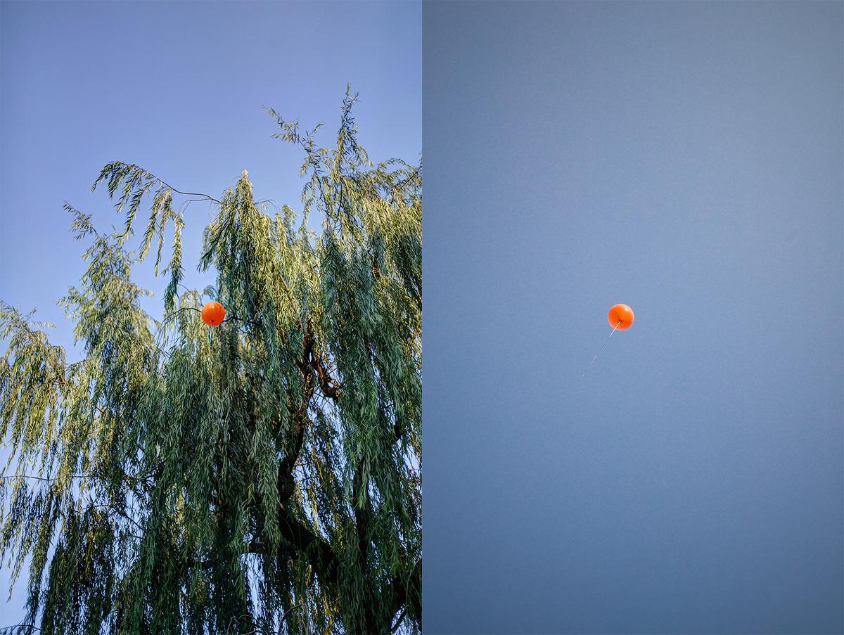 촤측에는 이제 막 손에서 떨어져 날아오르기 시작하는 풍선이 보여지고 우측에는 그 풍선이 하늘높이 날아오른 사진이 보여진다.