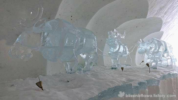 순록 썰매 얼음조각상 입니다