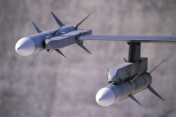 AIM-120C-7  암람(AMRAAM)