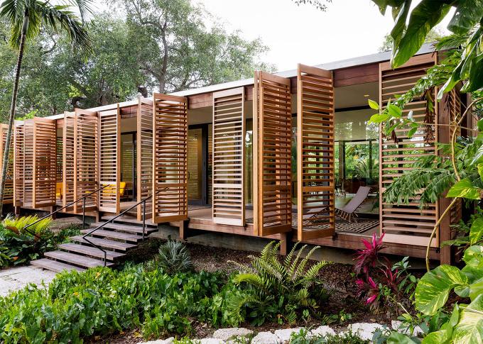 *마이애미 셔터 하우스 [ Brillhart Architecture ] Wooden shutters swing open to reveal Miami house
