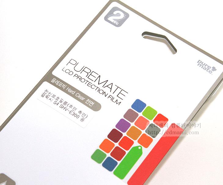 갤럭시S4 보호필름 추천, 추천, 퓨어메이트 올레포빅, 퓨어메이트, Puremate, 전신보호필름, 보호필름 추천, 갤럭시S4, Galaxy S4, IT, 스마트폰, 보호필름, 악세서리,갤럭시S4 보호필름 추천을 한다면 퓨어메이트 올레포빅 전신보호필름을 권해봅니다. FUREMATE 제품은 제가 디카 보호필름으로도 지금 쓰고 있는데요. 있는듯 없는듯 딱 붙어서 너무 잘 쓰고 있습니다. 갤럭시S4 보호필름으로도 퓨어메이트 제품을 소개하는 이유는 있는듯 없는듯 깔끔하게 붙어서 제 역할을 해주기 때문입니다. 올레포빅 원단은 시인성이 좋으면서도 지문방지능력이 있는게 특징인데요. 직접 써본 느낌으로는 클리어타입의 보호필름에 좀 더 가까운 느낌입니다. 화면이 상당히 깨끗하고 좋습니다. 지문방지능력은 어느정도만 있다고 말하고 싶네요. 화면을 뿌옇게 처리해서 지문방지 능력이 있는 류들은 지문방지 능력은 상당히 좋지만 반대로 화면이 뿌옇게 보인다는 단점이 있죠. 이 제품의 경우에는 그런 타입은 아닙니다.   퓨어메이트 올레포빅 전신보호필름은 이름에 맞게 후면커버, 측면부분까지 필름이 모두 있습니다. 게다가 2 Set가 들어있습니다. 한번 실수하면 다시 붙여도 되며 또는 한번 붙이고 쓰다가 너무 오래 써서 스크레치가 발생한다면 다시 떼어서 붙여도 됩니다. 물론 제가 아래에서 시키는대로 하면 크게 실수 할일은 없습니다.