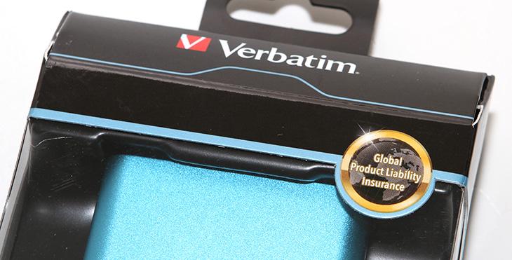 버바팀 배터리팩, Verbatim 5000mAh, 사용,후기,버바팀 배터리팩 사용기,버바팀 배터리팩 후기,Verbatim 5000mAh 사용기, Verbatim 5000mAh 후기,IT,IT제품리뷰,배터리팩,버바팀,버바팀 배터리팩 Verbatim 5000mAh 사용 후기를 올려봅니다. 좀 특이했던 배터리팩인데요. Verbatim에서는 상당히 다양한 악세서리를 만들고 판매하고 있는데요. 스마트폰을 사용하면서 배터리 관련 악세서리를 빼놓을 수 없겠죠. 실제로 버바팀 배터리팩 Verbatim 5000mAh 사용을 해보니 몇가지 재미있는 사실을 알게 되었습니다. 약간 아쉬운점도 있고 괜찮은 점 도 있었는데요. 배터리팩은 이제 너무 흔해지고 다양해졌습니다.  예전에는 용량이 큰 대용량 배터리팩은 무식하고 크고 디자인도 투박했지만 이제는 점점 더 용량은 커지고 작아지고 디자인도 이뻐지고 있죠. 버바팀 배터리팩 Verbatim 5000mAh은 금속재질의 외형을 가지고 있어서 약간 무거워지는 점은 있으나 디자인은 상당히 깔끔합니다. 비교적 작은 크기에 5000mAh라는 비교적 큰 용량도 가지고 있죠. 자동전원차단 기능등이 있다고 하는데요. 실제로 테스트 해 봤을 때에는 충전 버튼을 눌렀을 때에는 장치를 충전하지 않는 중에도 전류사용량이 일정량 있었습니다. 물론 아주 미약해서 계속 켜놓더라도 문제는 되진 않았지만, 눌러서 다시 꼭 꺼야만 하는 점이 있더군요. 이건 아래에서 자세히 알아봅니다.